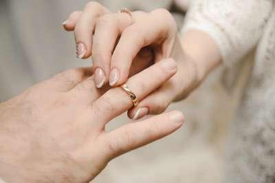 La demande en mariage d'une femme à son conjoint